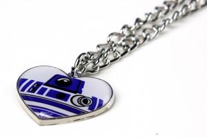 Review – R2-D2 heart necklace