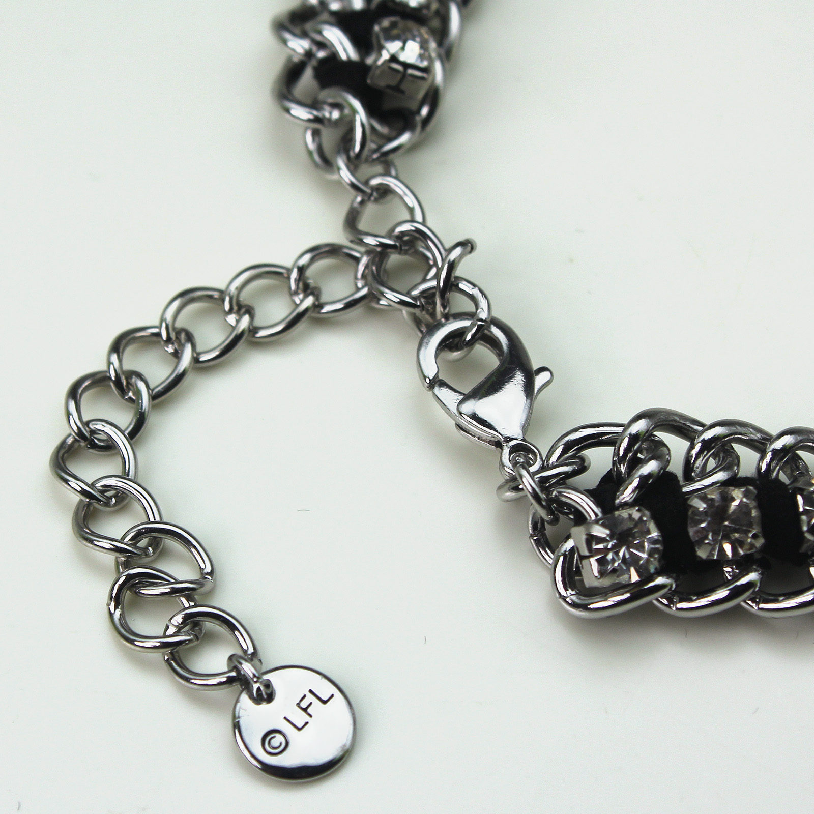 HSN - 'bling' Stormtrooper helmet necklace by SG@NYC, LLC (chain detail)