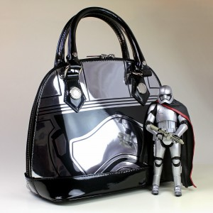 Loungefly - Captain Phasma mini dome bag (with figure, not included)