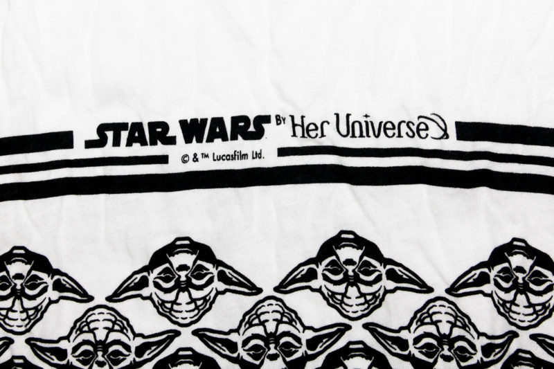 Her Universe - Yoda print scarf