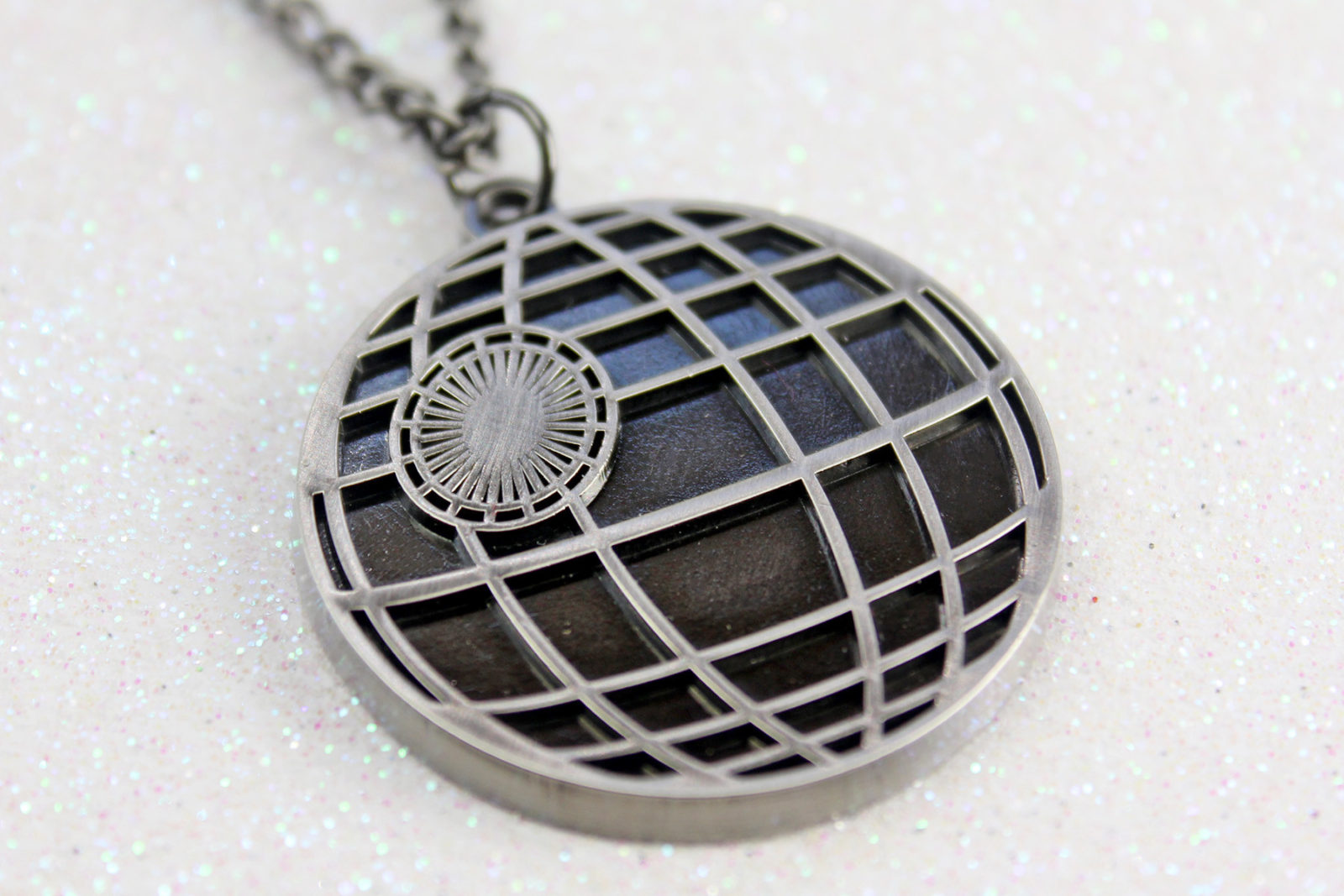 Review – Bioworld Death Star necklace