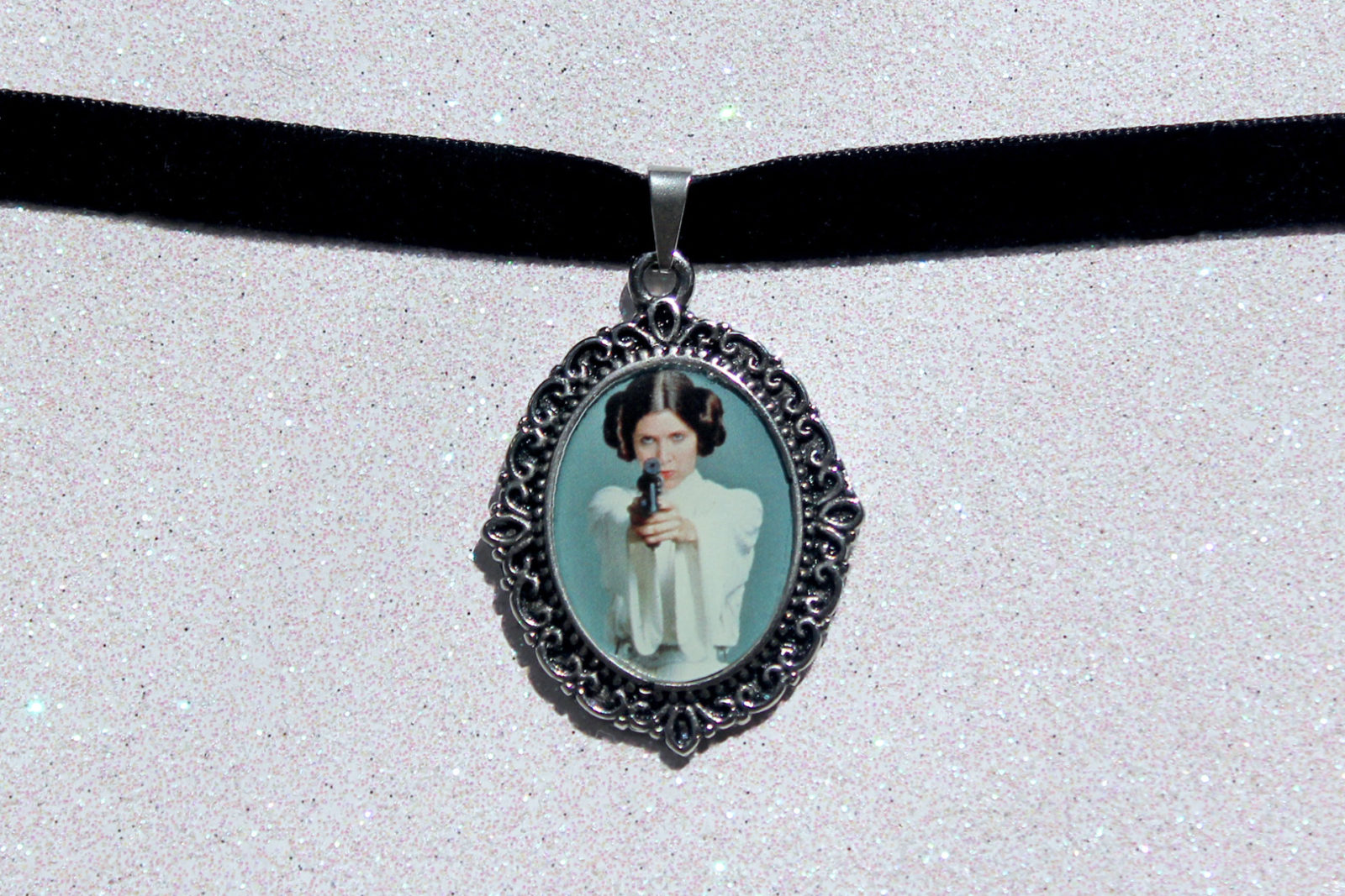 Review – Princess Leia cameo necklace