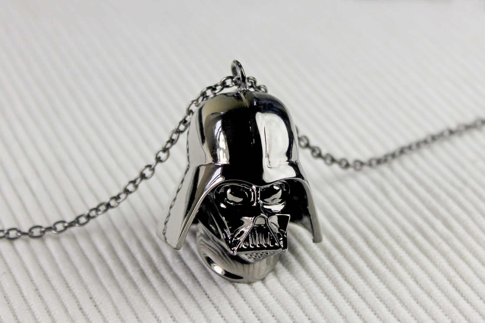 Review – Love And Madness Vader necklace