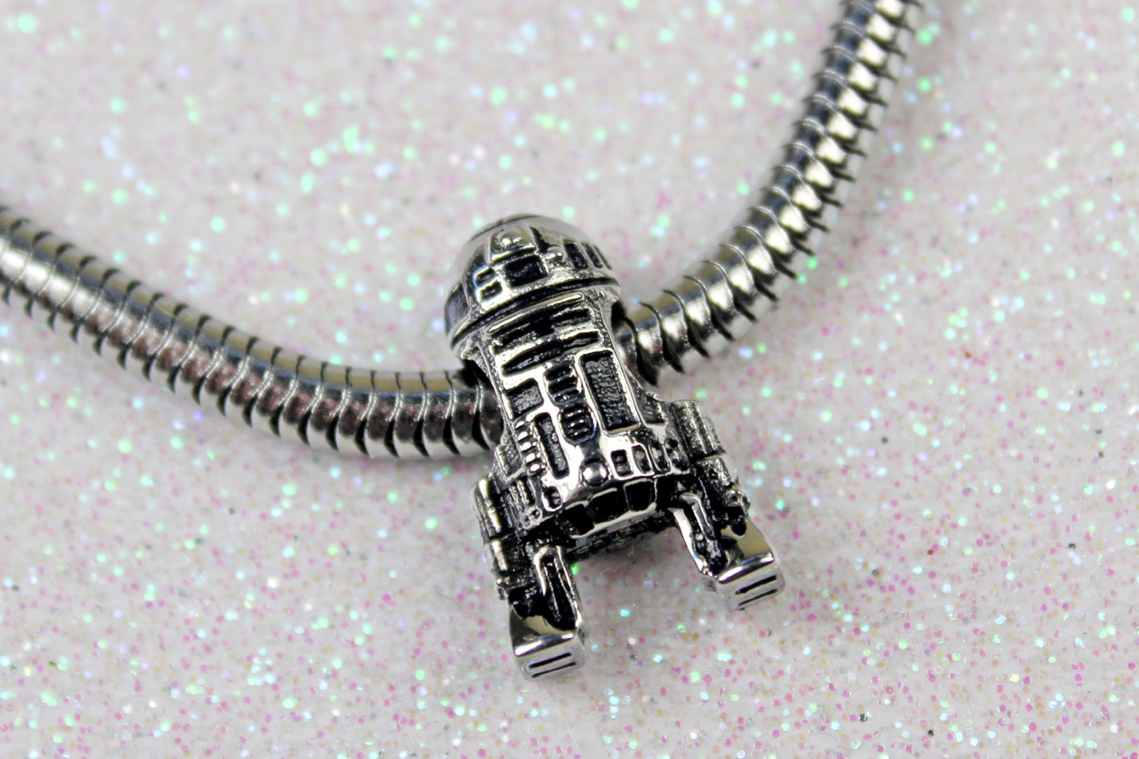 Review – Body Vibe R2-D2 bead charm