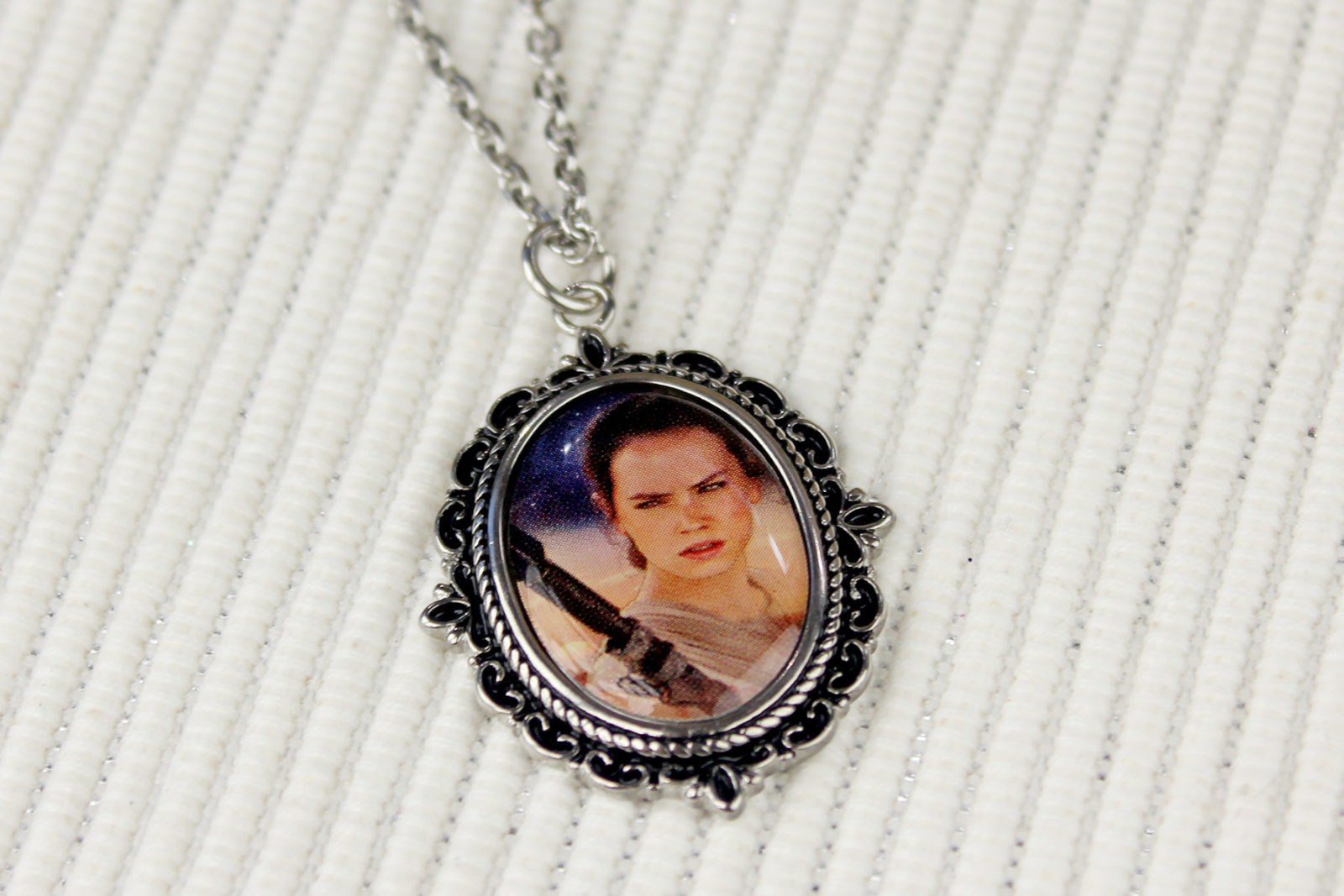 Review – Body Vibe Rey cameo necklace