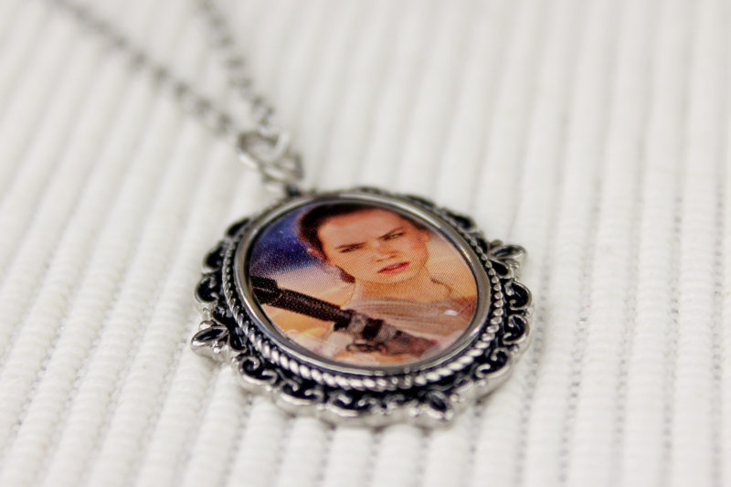 Body Vibe x Star Wars Rey cameo necklace