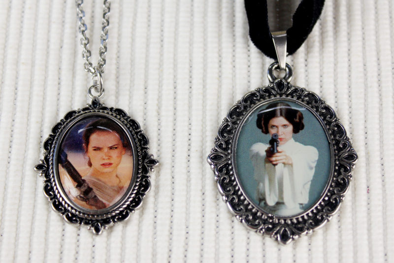 Body Vibe x Star Wars Rey cameo necklace (comparison with Princess Leia necklace)