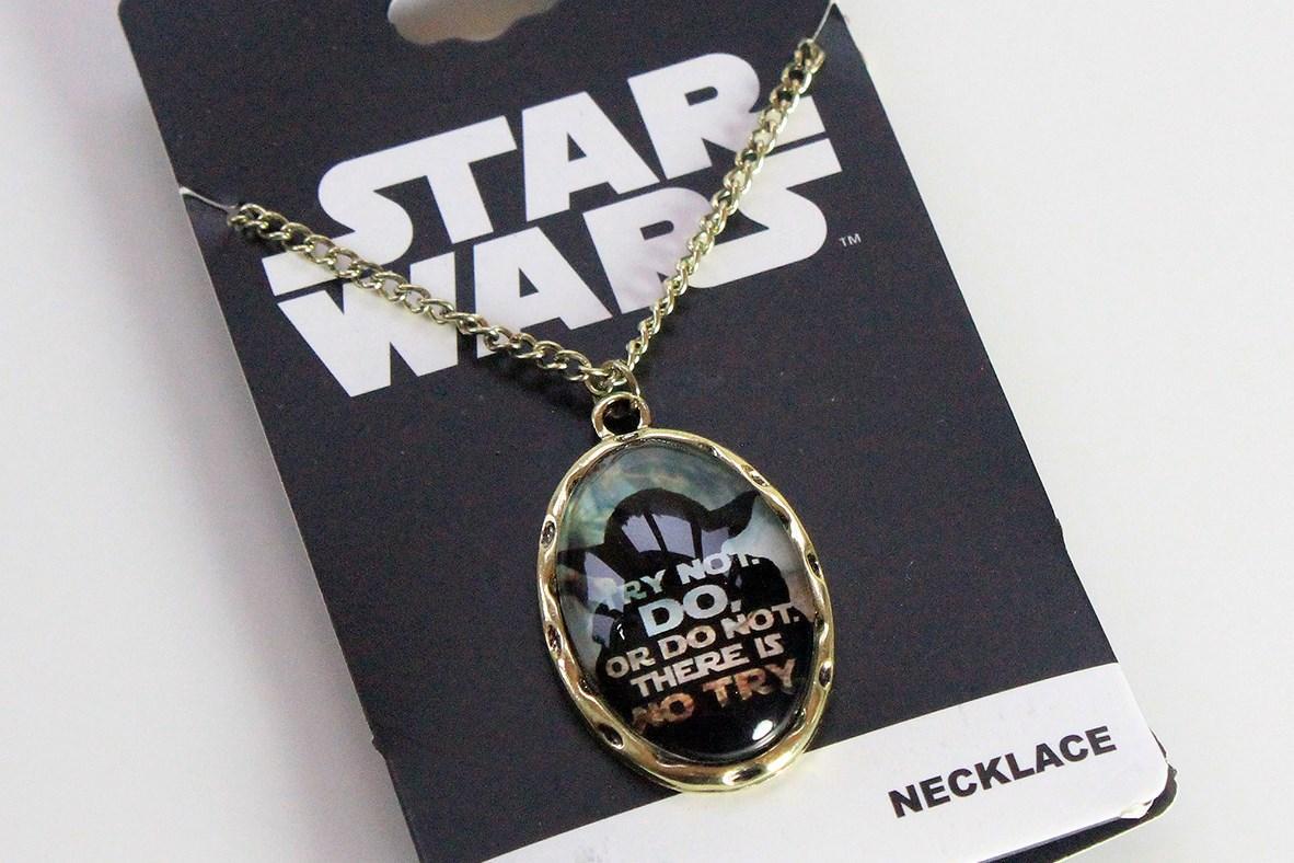 Bioworld - Yoda cameo necklace