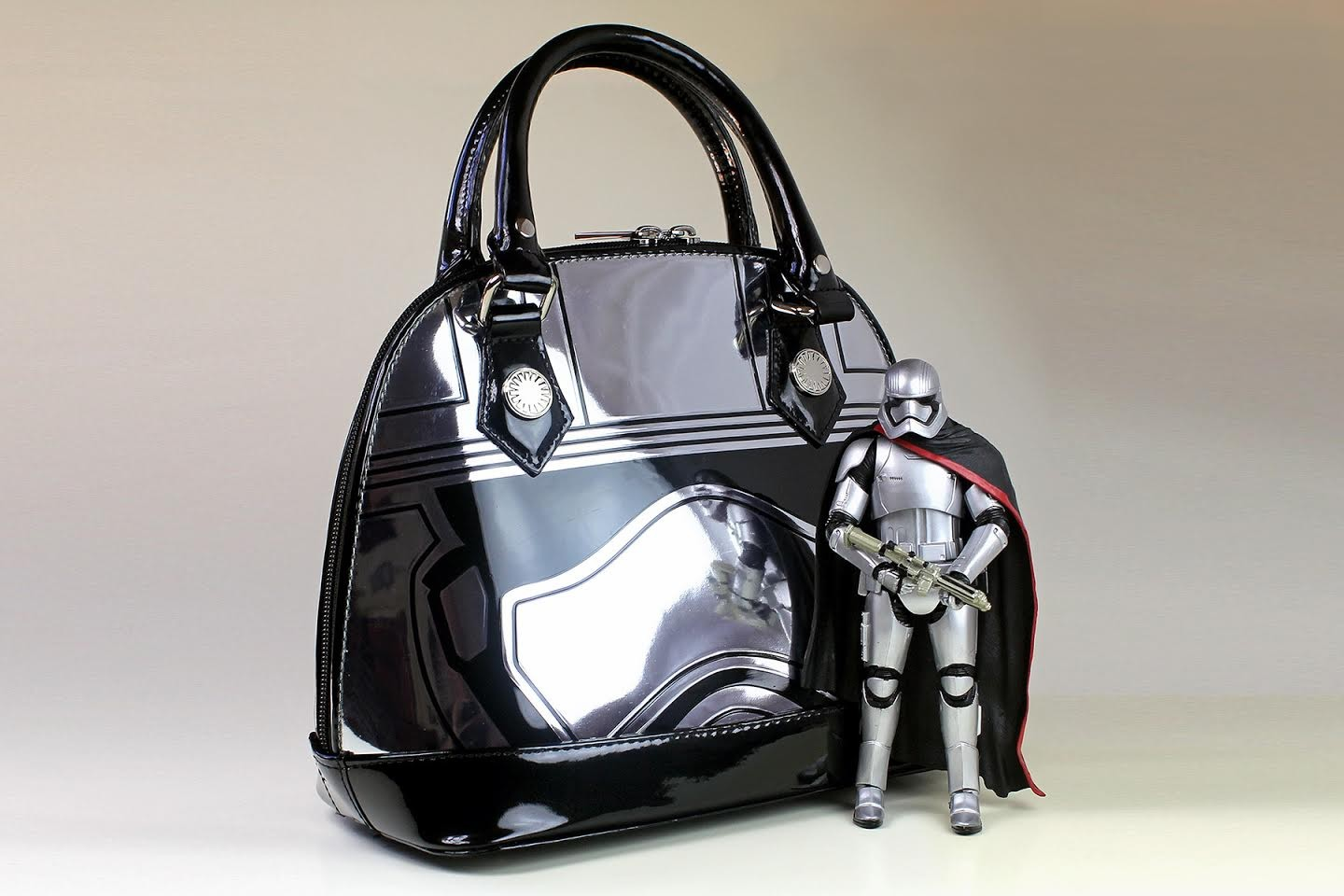 Review – Loungefly Phasma bag
