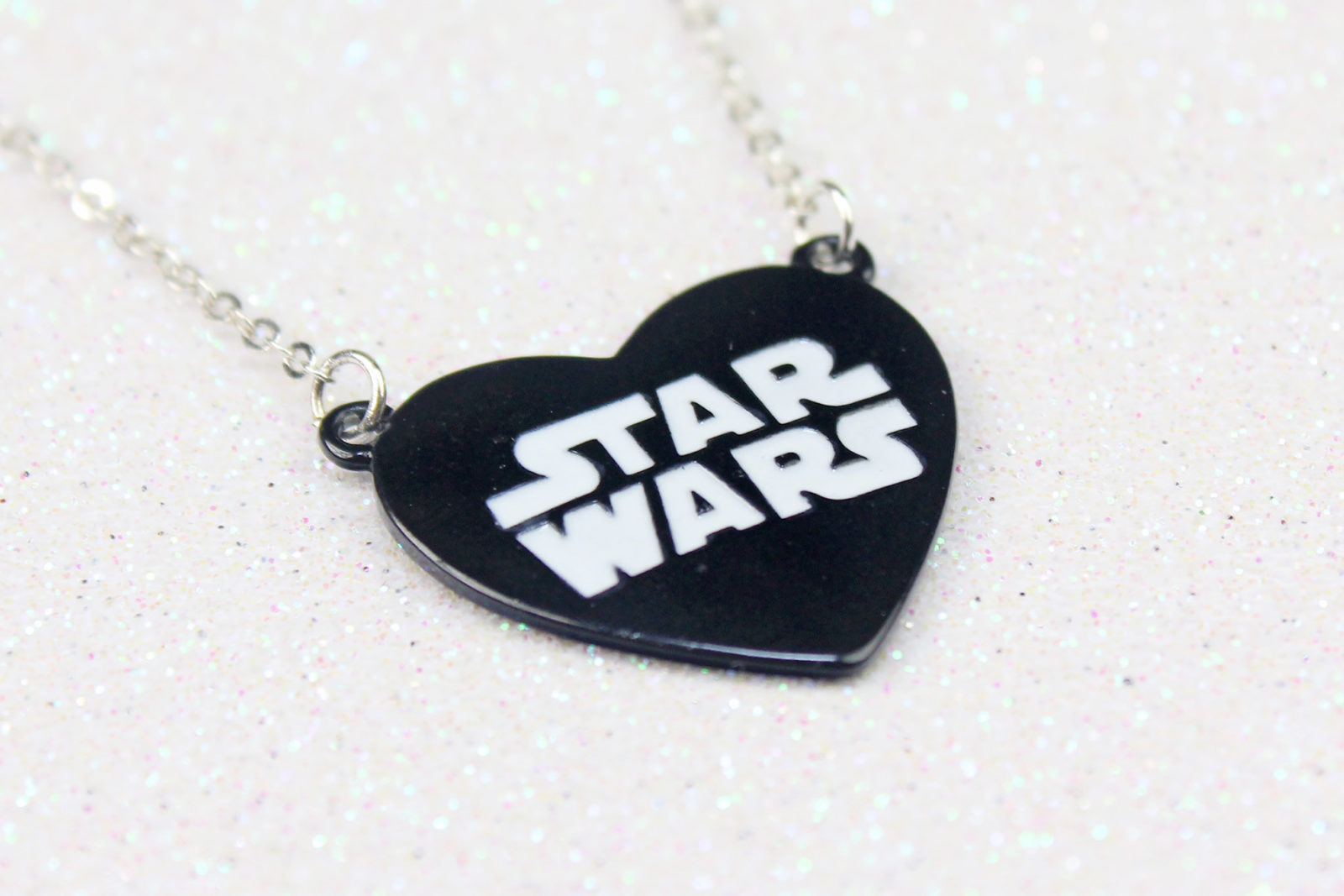 Review – Disney x Star Wars heart necklace