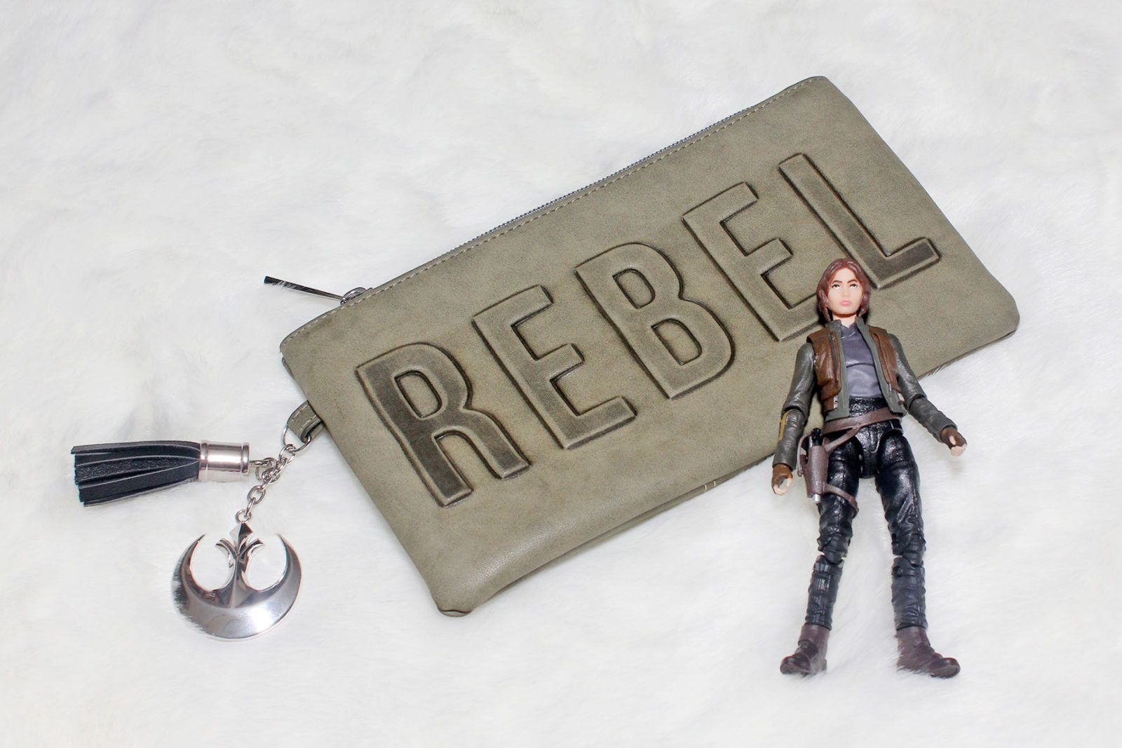 Review – Bioworld Rogue One Rebel clutch