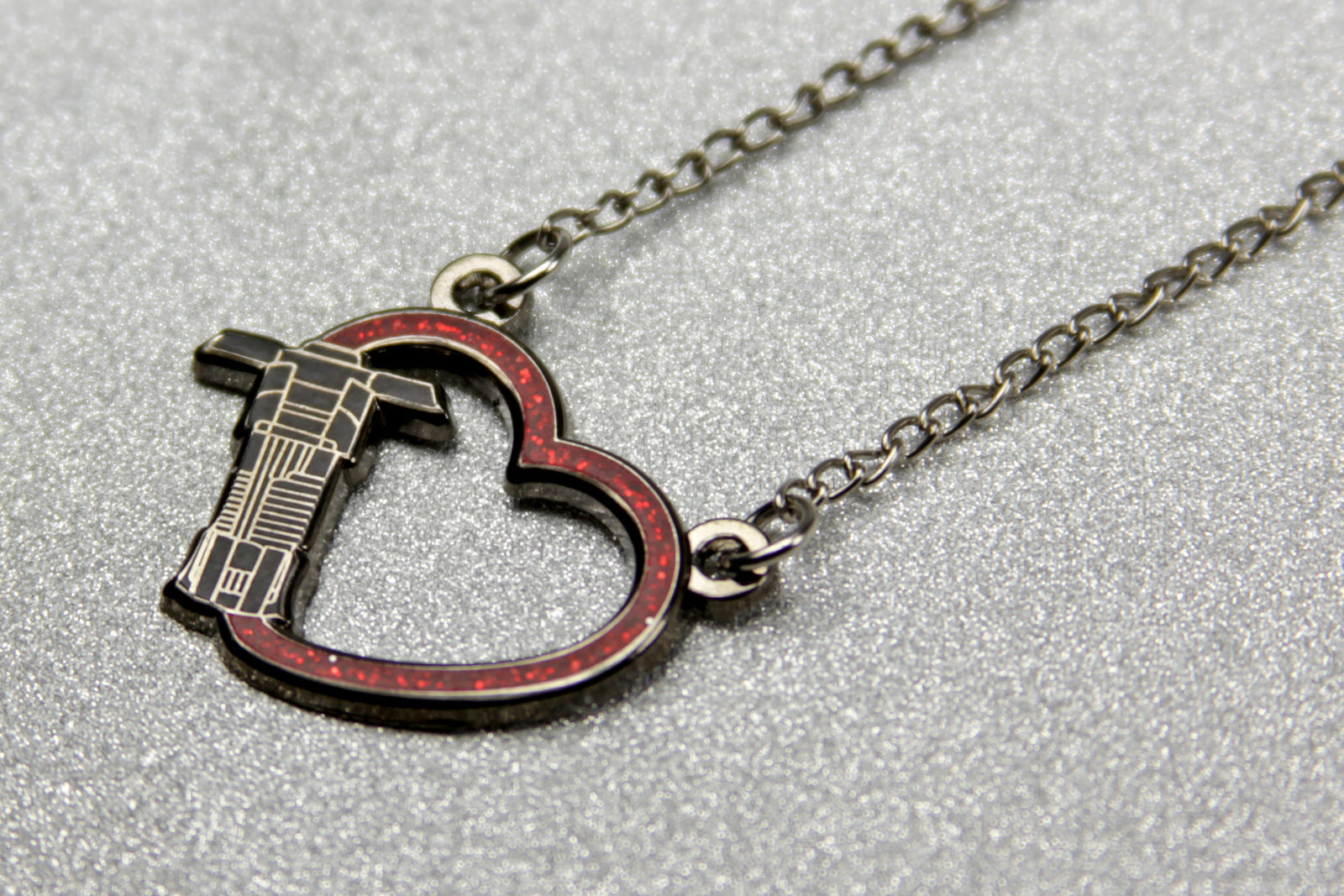 Review – Lantern Pins Kylo Ren Heart Necklace