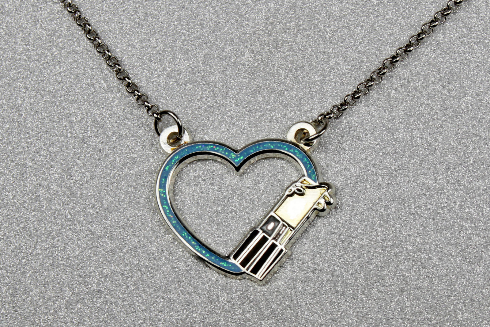 Review – Lantern Pins Lightsaber Heart Necklace